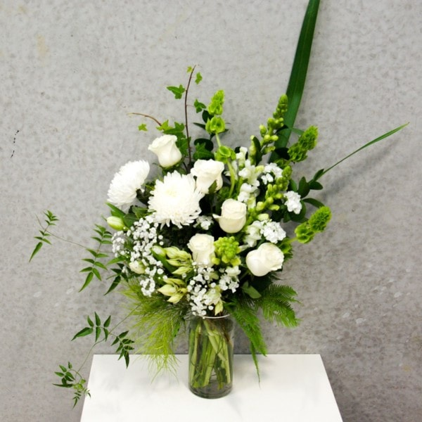 twine-and-stem-classic-white-bouquet-in-vase
